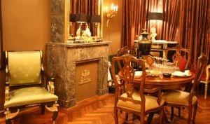 antike m bel im wohnbereich ratgeber. Black Bedroom Furniture Sets. Home Design Ideas