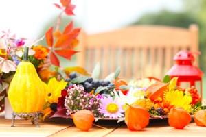 Herbstliche Dekoration mit Windlicht