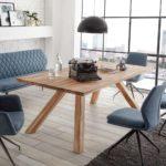 Reduziertes Patchwork Dining - Stühle und Bank bzw. Sofa aus einer Serie.