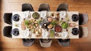 Große Tafel - Esstisch für zehn Personen samt Stühlen
