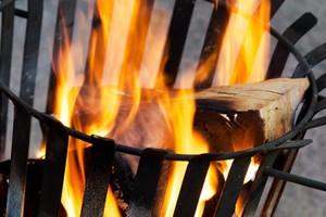Offenes Feuer auf Balkon und Terrasse: Feuerkörbe und Feuerschalen als Wärmequellen.