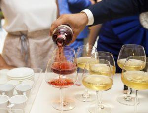 Getränkeplanung - welche Getränke auf Party anbieten? Tipps und Informationen online.