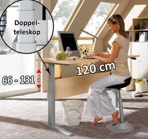 Auswahl eines Schreibtisch als Arbeitsplatz im heimischen Büro.