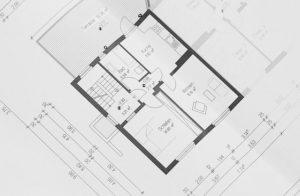 Schon bei der Planung eines Neubaus oder einer Altbausanierung daran denken, die Wohnung vor Sonne und Hitze zu schützen.