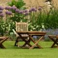 Holzmöbel sind optisch ideal für den Außenbereich.