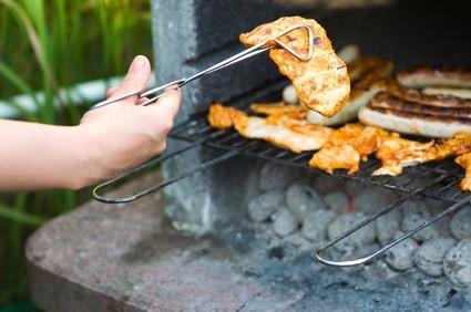 Holzkohlegrill: Für viele das Nonplusultra, wenn es ums Grillen geht.