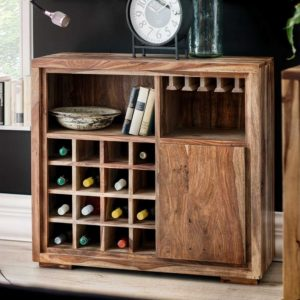 Massivholz bzw. Holz ist auch heute noch eines der meist genutzten Materialien für den Bau von Schrankmöbeln.