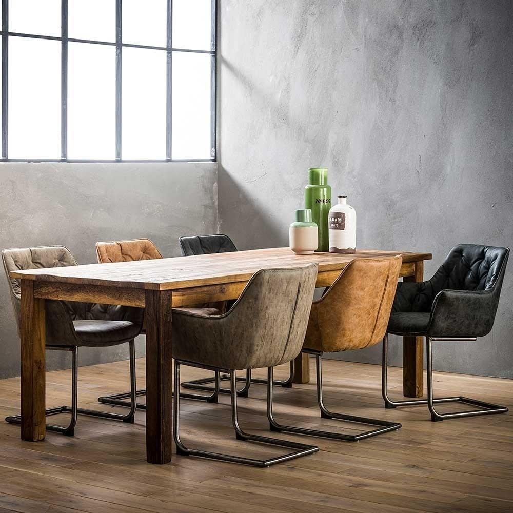 """Patchwork Dining in der """"Light Version"""" - Stühle mit identischem Design in verschiedenen Farben (je zwei) zu einer Sitzgruppe kombiniert"""