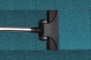 Teppichreinigung: Staubsaugen alleine reicht nicht immer