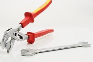 Heimwerker-Basis-Ausrüstung: die Schlüsselzange.