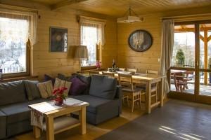 Natürliches Wohnen mit Holz - der eine liebt es, den anderen schreckt es ab.